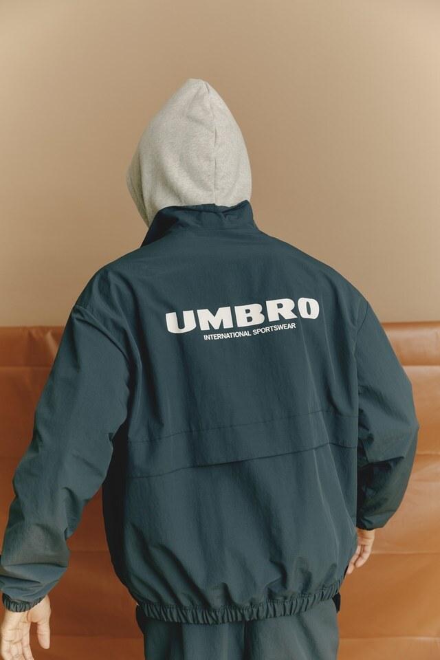 엄브로(UMBRO) 클래식 웜업 자켓 차콜 (UM321CJK94)